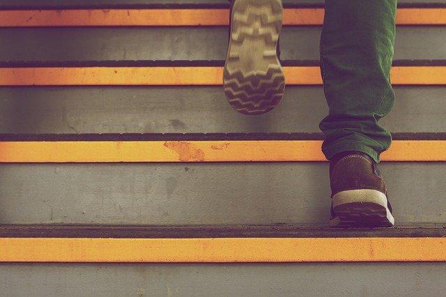 faire un escalier dans un talus pentu