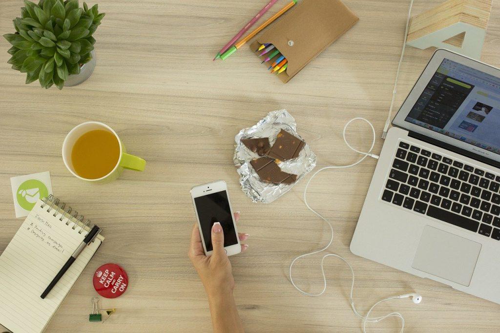 ordinateur, téléphoner, espace de travail