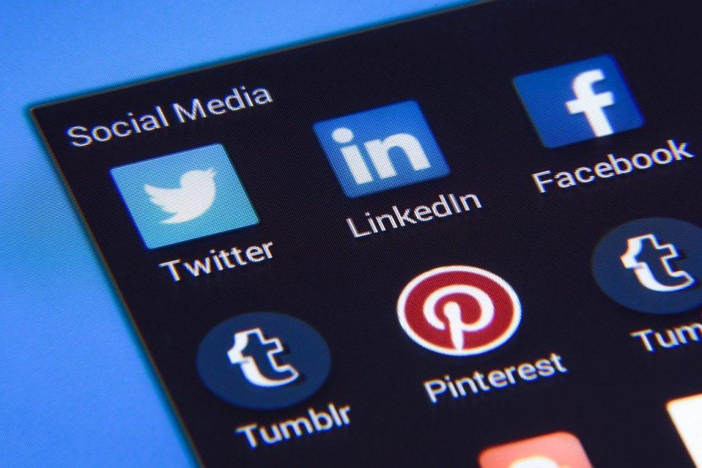 médias sociaux, facebook, twitter