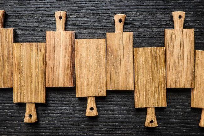 Focus sur les planches à découper en bois ou en plastique